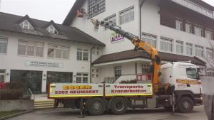 Kranarbeiten_1, Kran, Kranarbeiten, Egger Transporte, Arbeitskorb, Wand, Neumarkt am Wallersee, Effer